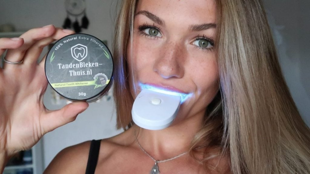 Tanden Bleken met Charcoal whitening en teeth whitening kit getest door feestjevaniris