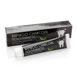 Zwarte charcoal tandpasta