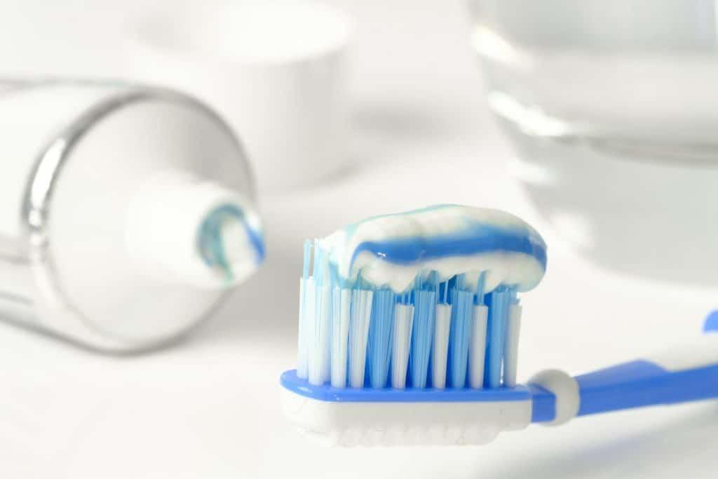 Tandpasta met of zonder fluoride gebruiken?