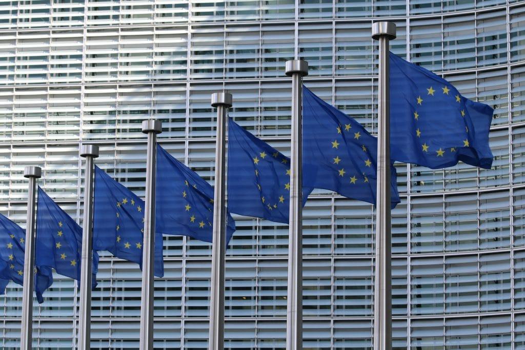 Europese Unie wet- en regelgeving rondom waterstofperoxide in tandenbleek producten