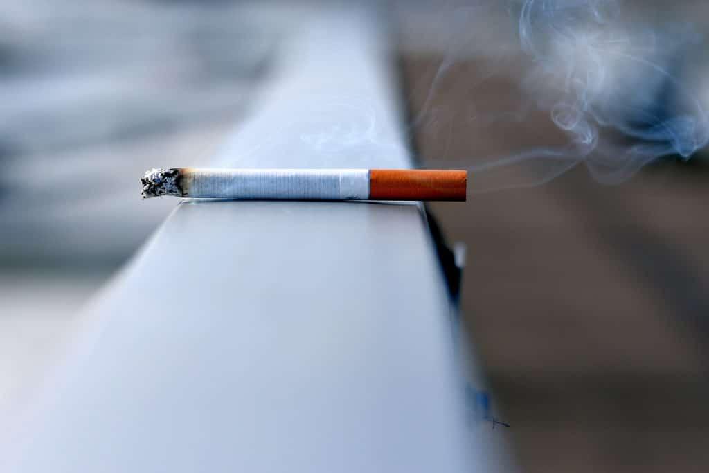 Stop met roken en start met het krijgen van wittere tanden