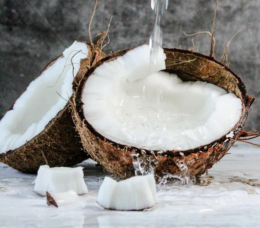 Tanden poetsen en bleken met kokosolie