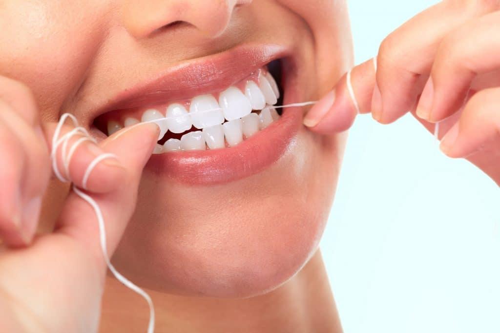 Hoe lang je tanden wit blijven hangt af van je levensstijl en mondverzorging