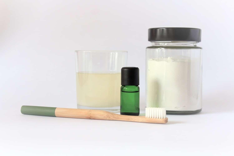 Huismiddeltjes om je tanden mee te bleken