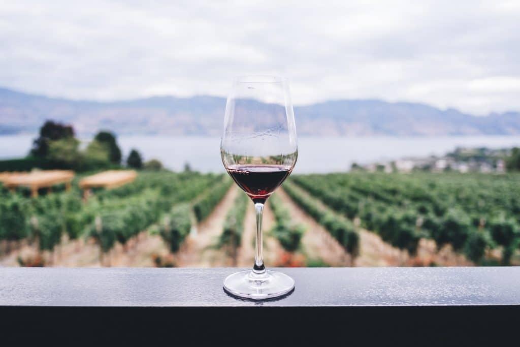 Vlekken op tanden na drinken rode wijn